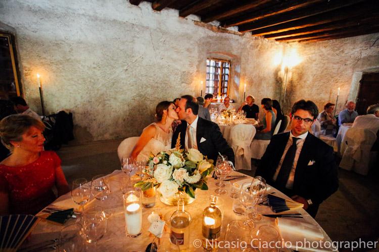 Sposi al tavolo con i testimoni