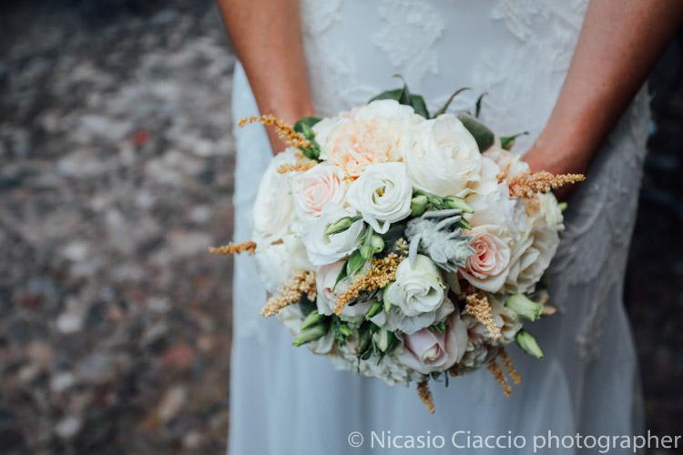 particolare del bouquet sposa