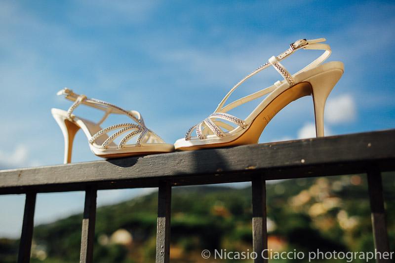 dettaglio scarpe della sposa