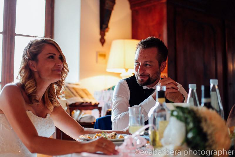 sposi al tavolo
