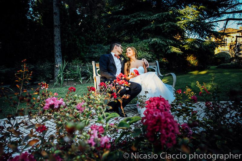 foto sposi su panchina presso tenuta pegazzera