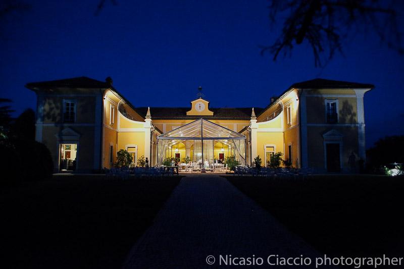 Vista in notturna della tenuta pegazzera casteggio pavia