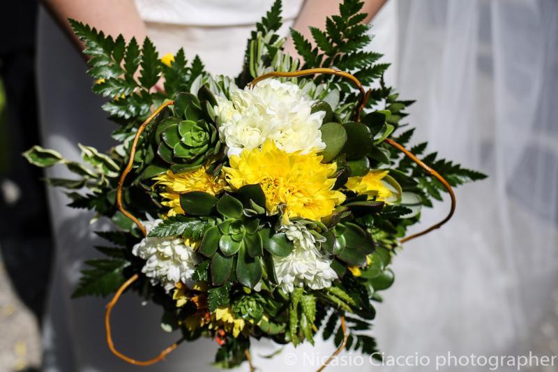 Bouquet Sposa con piante grasse fiori gialli e bianchi
