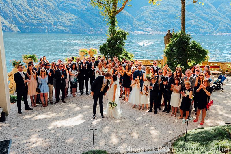 Foto di gruppo a Villa del Balbianello - Matrimonio Lago di Como (23)