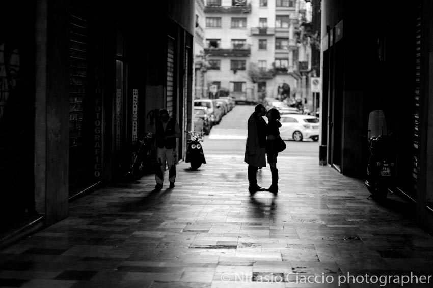 Love session in milan - street photo love