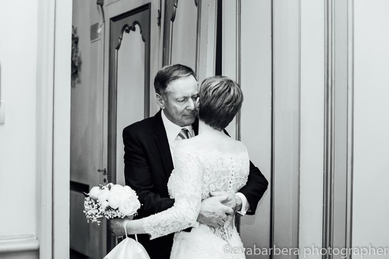 Padre saluta la sposa.Foto matrimonio villa cavenago (004)