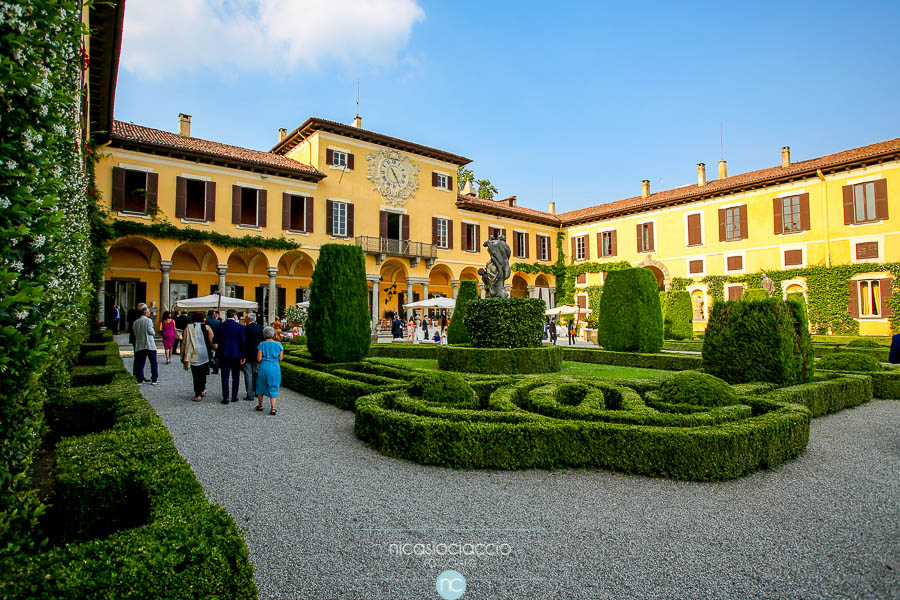 Foto di Matrimonio a villa Orsini colonna, dettaglio del giardino interno