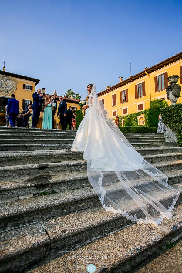 dettaglio vestito sposa, velo lungo