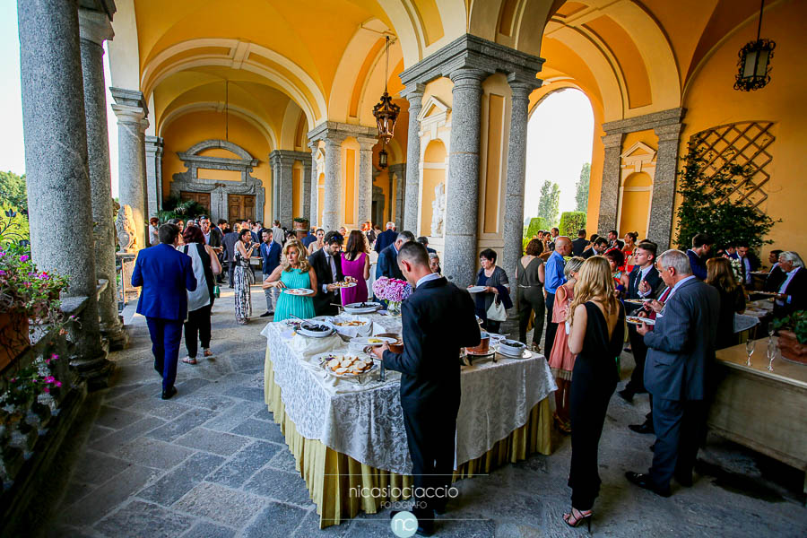 Matrimonio a villa Orsini Colonna dettaglio portici